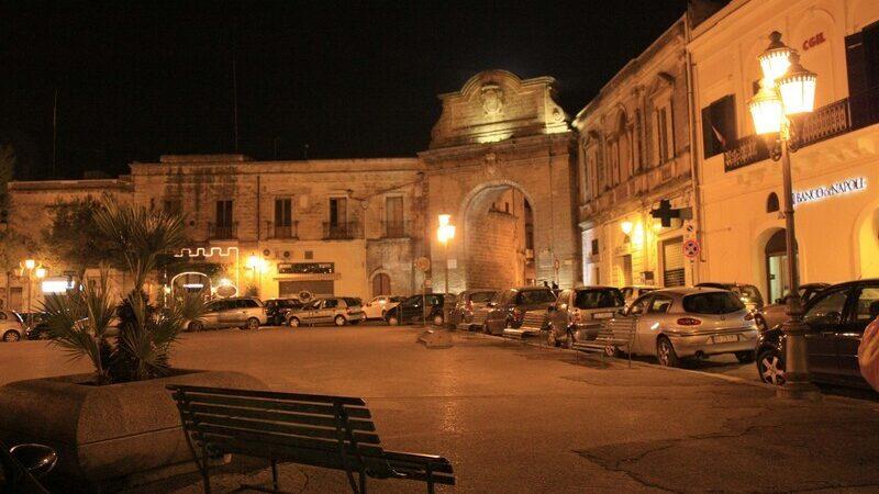Mesagne notte piazza