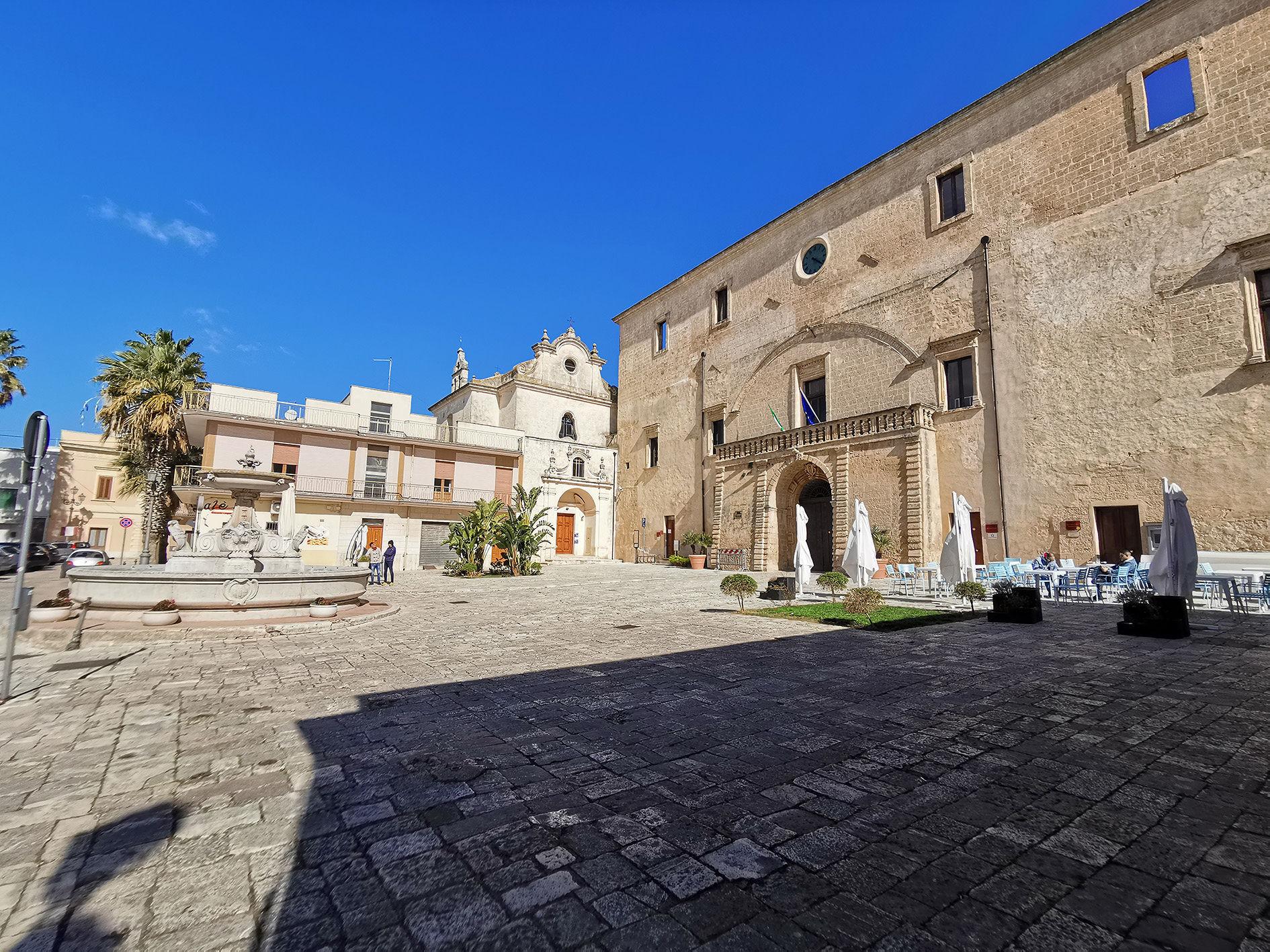 Latiano palazzo imperiali e chiesa baronale
