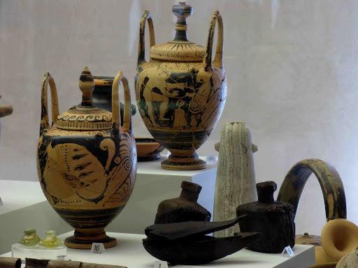 Vasi antichi museo latiano